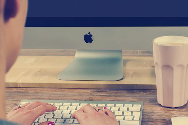 Freelance working on Apple Macbook